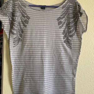 Comfy thin casual top with beaded detail